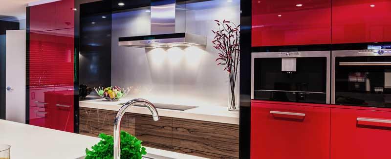 Модерна червена кухня
