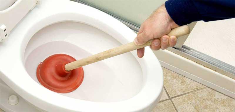 Начини за отпушване на тоалетната