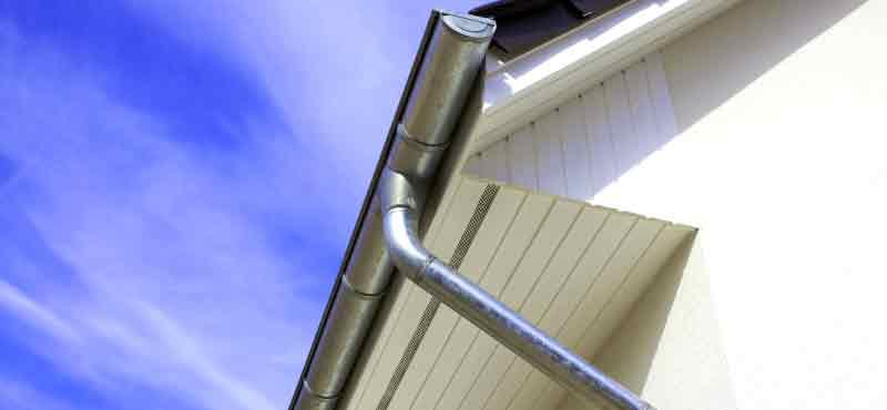 Защо са нужни улуци на покрива
