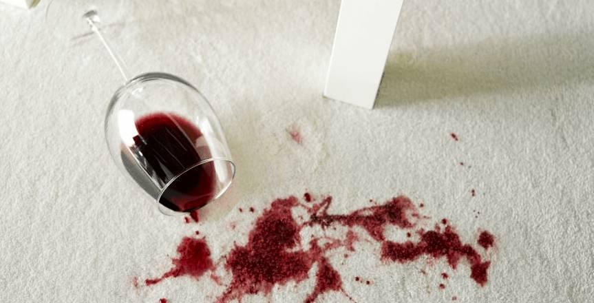 Петна от вино върху килима